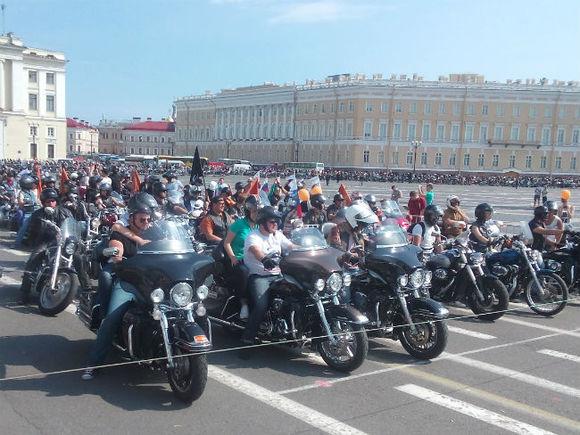 Выходные в Петербурге: фонтаны, мотоциклы и «Чернобыль».