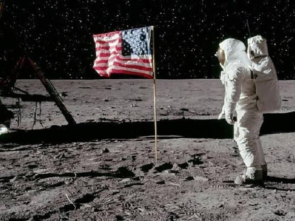 Полет до луны занимает