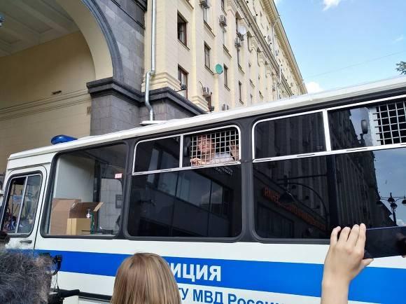 Родителей Петербурга предупредили о проблемах в случае участия детей в несанкционированной акции