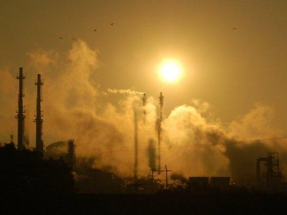 Гигантские клубы черного дыма поднялись над конвейерами Дальтрансуголь