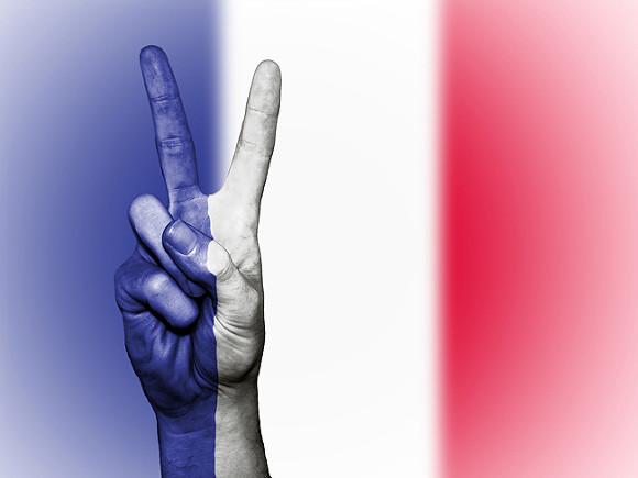 Le Figaro: Власти Франции смягчили ковидные ограничения на фоне массовых протестов