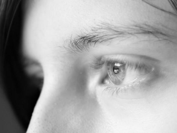 Ученые рассказали, как по цвету глаз и мочке уха определить предрасположенность к болезням