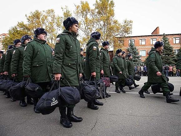 СМИ: Минфин предложил увеличить срок выслуги для военной пенсии и сократить должности в армии