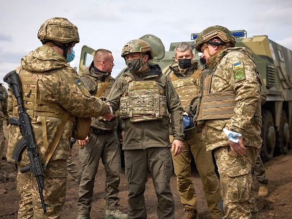 Армия готова: Зеленский назвал контролируемой ситуацию в Донбассе