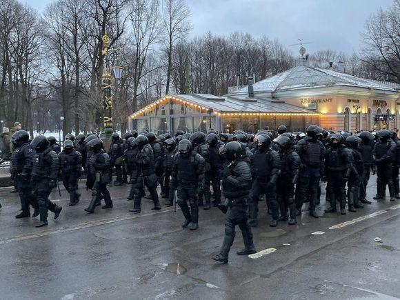 «Я убилбы, еслиб хотел»: Вася Обломов написал песню про полицейского, пнувшего «тетку протестную»