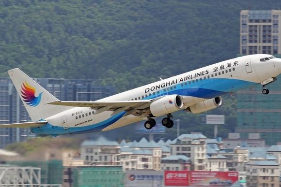 В Китае члены экипажа самолета во время полета устроили драку: пилоту выбили зуб, стюарду сломали руку