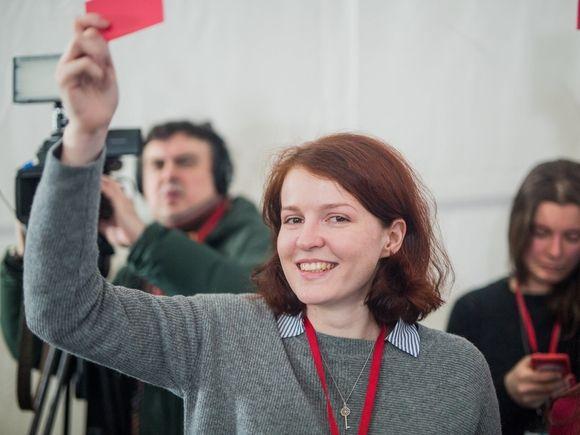 «Пообещали сломать дверь»: К пресс-секретарю Навального пришла полиция