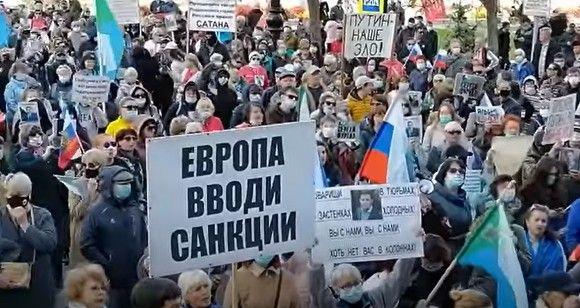 «Выбор народа надо уважать»: в Хабаровске проходит массовый митинг против власти