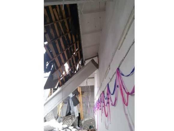 У метро «Комсомольская» прогнулся и рухнул потолок в подземном переходе