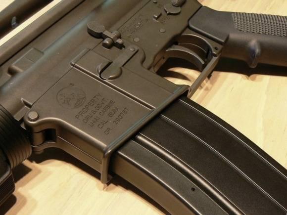 Москвичка устроила уборку в комнате умершего брата и нашла винтовку