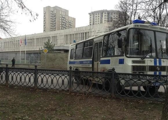 На Страстном бульваре в Москве собирается «гвардия Прилепина»
