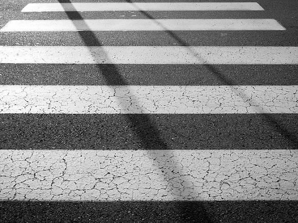 В Москве автомобиль на зебре сбил женщину с детьми
