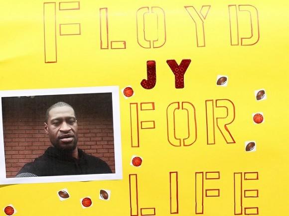 В США поставили памятник убитому полицейскими Флойду (фото)