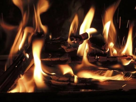 В Петербурге сожгли машину борца с незаконной уличной торговлей (видео)