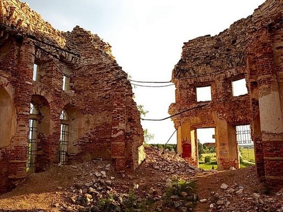 В ближайшие годы в России могут полностью развалиться около тысячи храмов