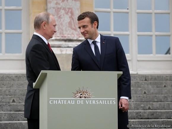 Глава МИД Франции считает, что санкции против России нужно сохранить при одновременном диалоге с ней