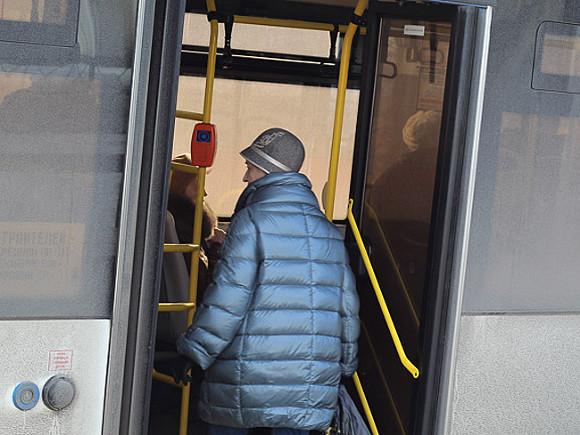 В Петербурге пассажиров без масок перестанут пускать в общественный транспорт