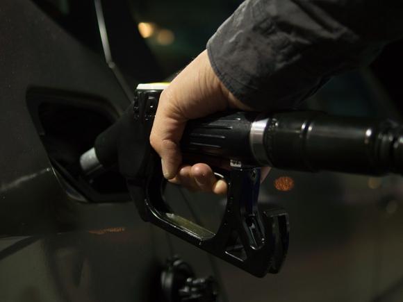 Рост цен на бензин резко ускорился и зафиксирован почти в 80 российских регионах