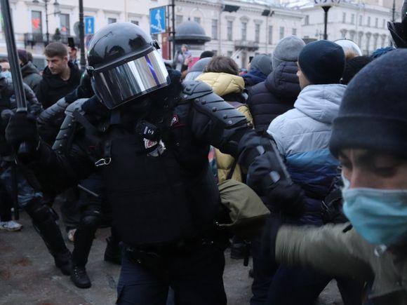 В Петербурге задержали мужчину по обвинению в избиении полицейских в ходе митинга