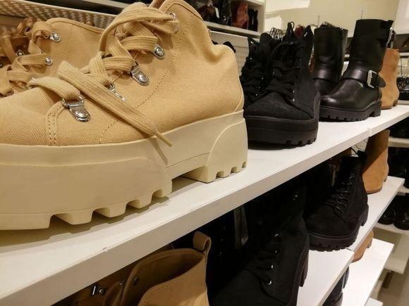 В России заметно сократилось производство обуви