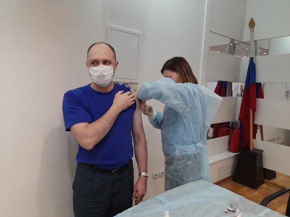 Москвичи бросились вакцинироваться перед локдауном (видео)