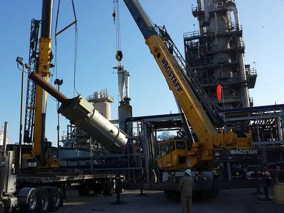 Котировки Brent и WTI колеблются на опасениях за спрос на нефть