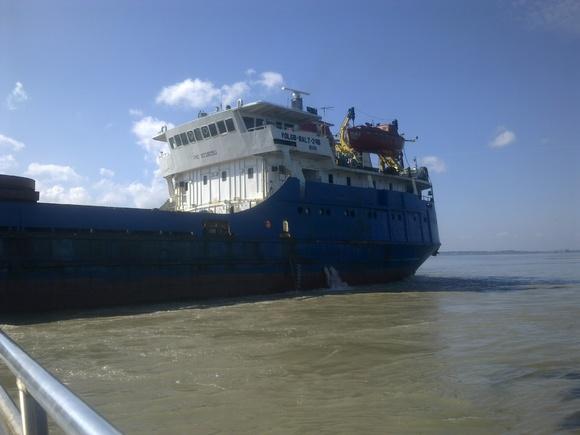 У побережья Сахалина сел на мель сухогруз