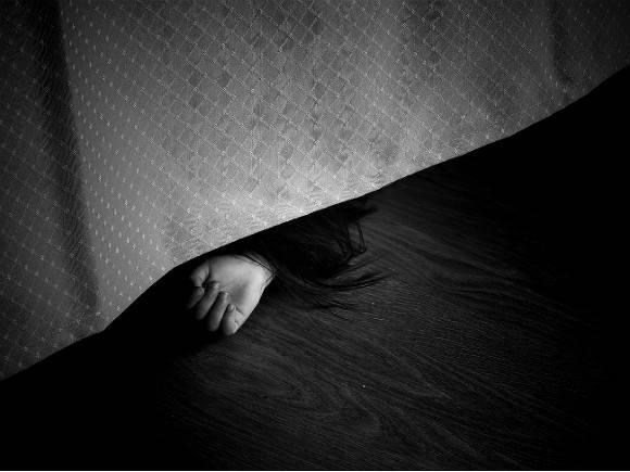 В Ленобласти дети два дня жили в квартире с трупами родителей