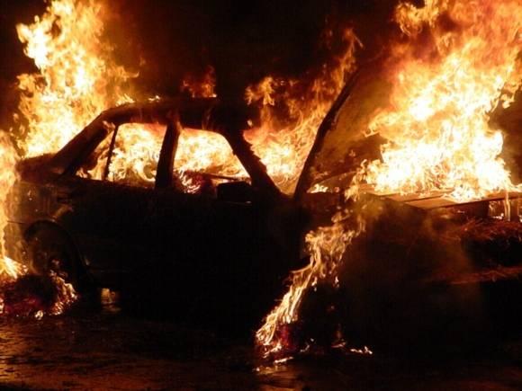 Три человека сгорели заживо в автомобиле в Новосибирске