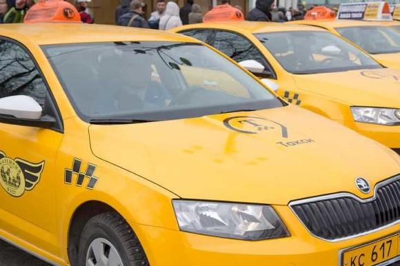 Более 24 тыс. случаев управления такси с неисправностями выявили в ходе рейда в Москве