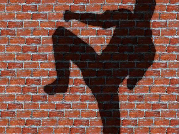 В Петербурге мужчина ногами избил девушку, не захотевшую с ним знакомиться