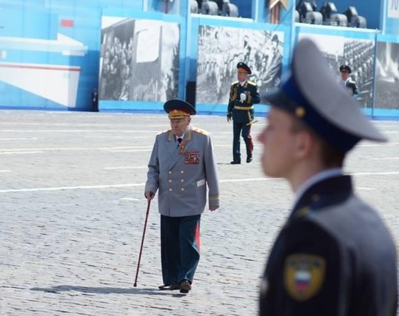 Жители Уфы пристыдили власти за брошенного на параде ветерана