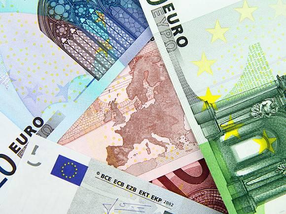 Курс евро перевалил за 93 рубля