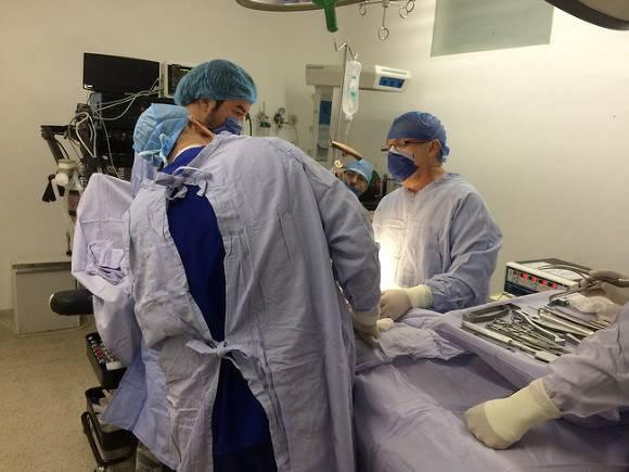 Маленькой девочке повредили мозг и лишили слуха во время операции в Москве