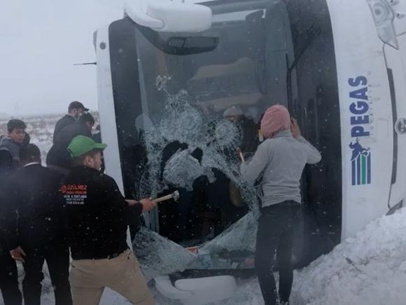 Стало известно о состоянии пострадавших в ДТП с автобусом в Турции россиян