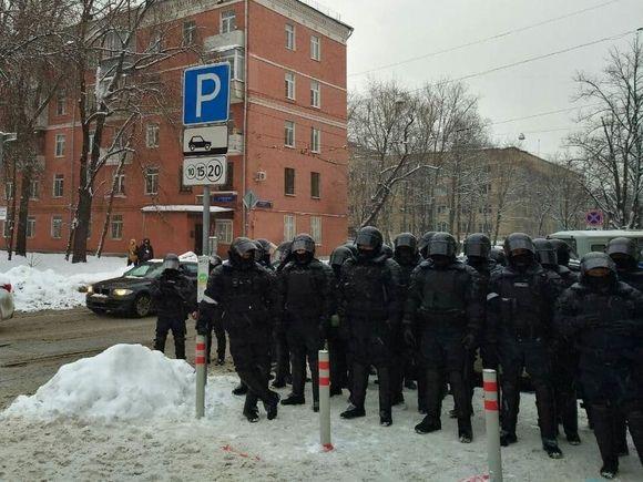 Российских журналистов на уличных акциях нарядят в зеленые неоновые жилеты