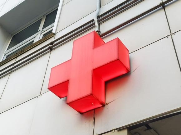 Власти Москвы заявили, что не будут держать город в ожидании ужаса и закрывать резервные коронавирусные госпитали