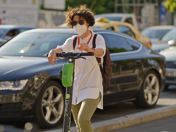 В СПЧ электросамокаты на тротуарах назвали полной дикостью и абсурдом