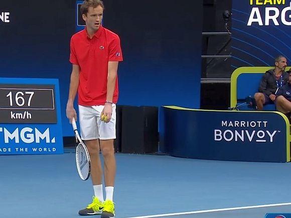 Медведев уступил Джоковичу в финале Australian Open (фото)