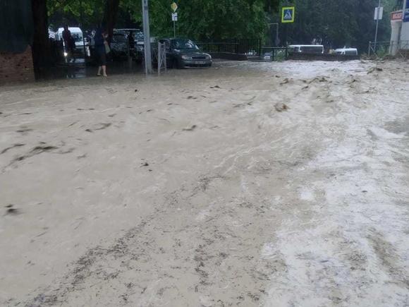 В Ялте нашли живым одного из пропавших во время потопа