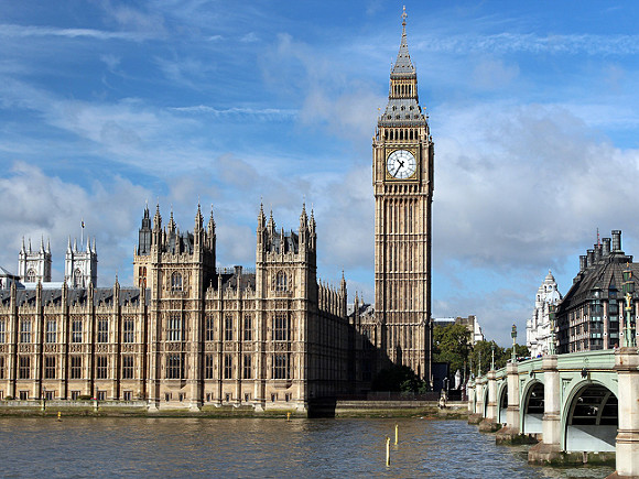 «Дым над водой»: в зданиях парламента Великобритании возник пожар (видео)