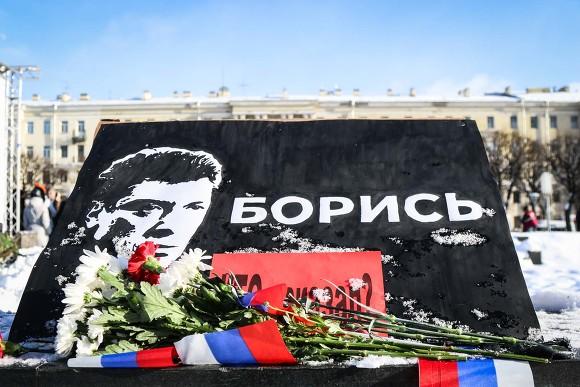 Послы США, Германии и Латвии возложили цветы к месту убийства Бориса Немцова (фото)