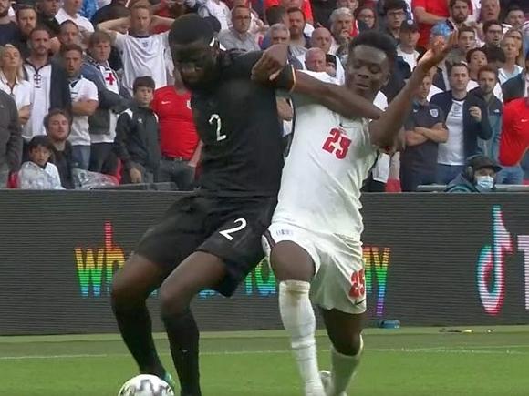 Англия вновь на Уэмбли побеждает Германию, для которой Чемпионат Европы закончен