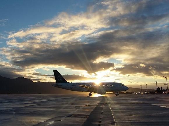 «Начали падать, потом яркая вспышка»: в летевший в Сочи самолет ударила молния
