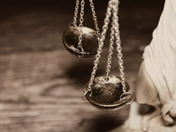 Суд в Москве продлил срок задержания экс-сенатора Шпигеля