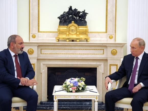 Путин обсудил с Пашиняном ситуацию вокруг Карабаха и перспективы разблокирования транспортных связей в регионе