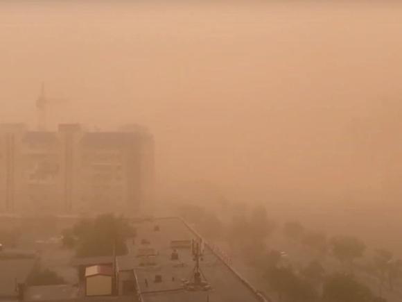 Несколько раз теряли высоту: в прошедшую над Астраханью пыльную бурю попал самолет из Петербурга (видео)