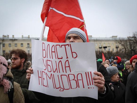 В городах России силовики «хватали» участников акций памяти о Немцове