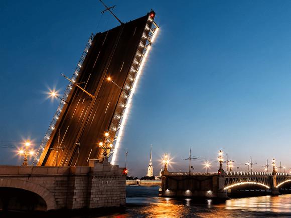 Из-за репетиции Алых парусов Троицкий мост разведут на два часа раньше