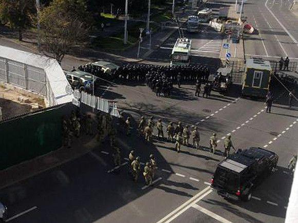Центр Минска оцепили бронетехникой перед истечением срока ультиматума об отставке Лукашенко (фото, видео)